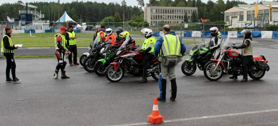 """O """"Učme se přežít"""" je mezi motorkáři velký zájem"""